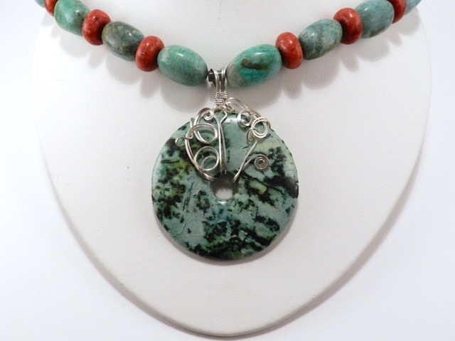 WIRE WRAPPED CABOCHON PENDANT with Vera Rekstad - The Hub on Canal